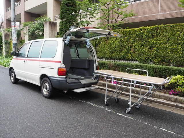 日産 セレナ 福祉車両 患者輸送車 寝台車 FERNOストレッチャー付き 5人乗り