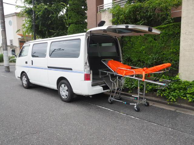 日産 キャラバンコーチ 患者輸送車 寝台車 ストレッチャー付き 8人乗り