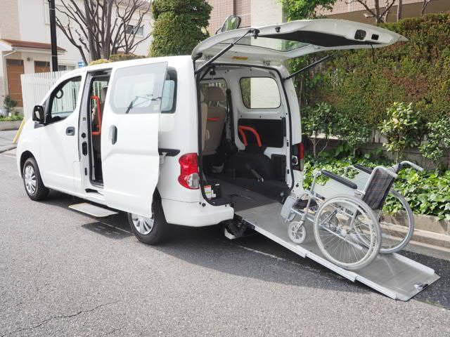 日産 NV200バネット 福祉車両 チェアキャブ リアスロープ 3列目1基固定 電動固定装置 後退防止ベルト ドア連動電動ステップ 両側スライド5D 7人乗り