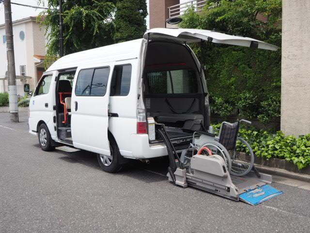 日産 キャラバンマイクロバス 福祉車輌 チェアキャブ リアリフト 車いす2基固定 10人乗り 車いす電動固定装置 電動ステップ 手すり 送迎 介護 車いす移動車 スライドドア